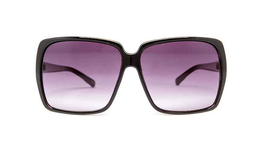 عینک آفتابی با قاب بزرگ