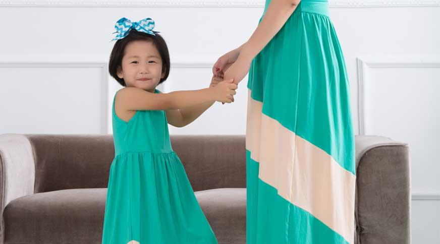 ست کردن لباس مادر و دختر