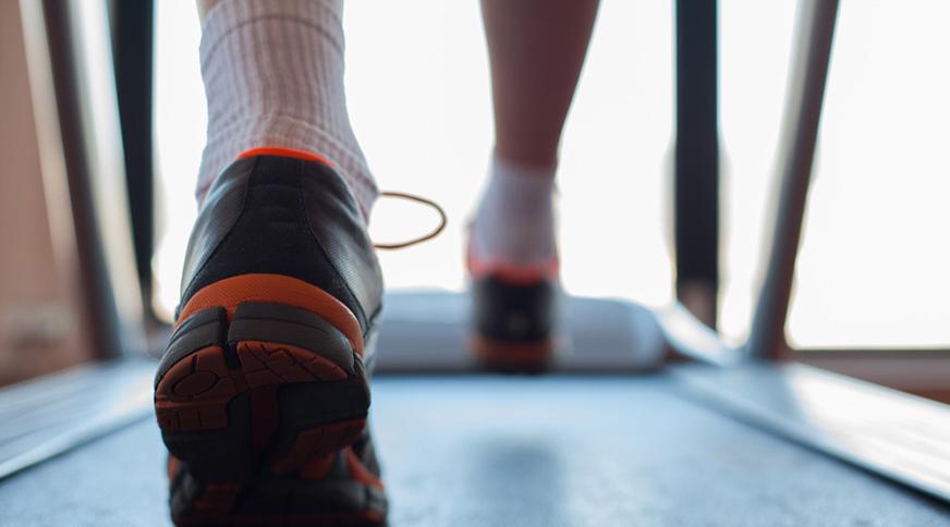 مدل کفش ورزشی مردانه و جوراب ورزشی مردانه