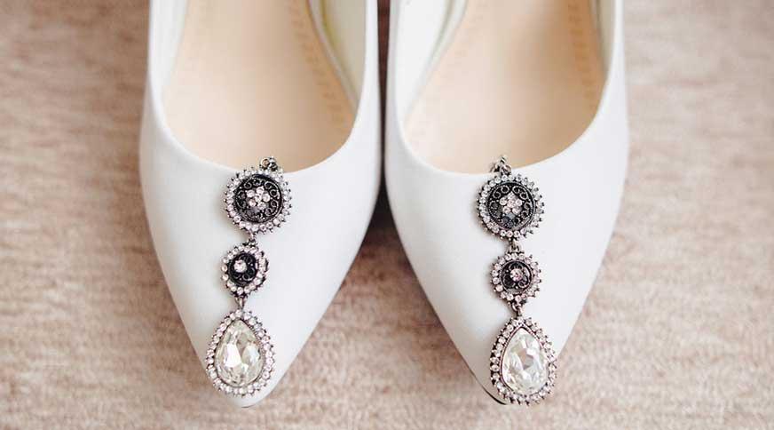 bride shoes 2 - عروس ، بایدها و نبایدهای قبل از جشن