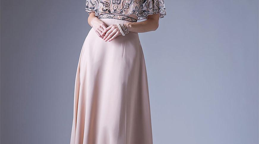 women light pink dress - در یک مراسم عروسی چه بپوشیم؟