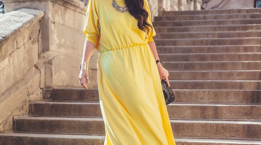 women yellow dress - در یک مراسم عروسی چه بپوشیم؟