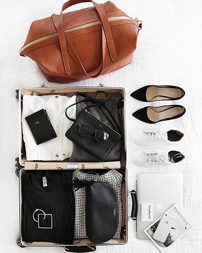 لیست وسایل سفر راهنمای چیدن لباس در چمدان