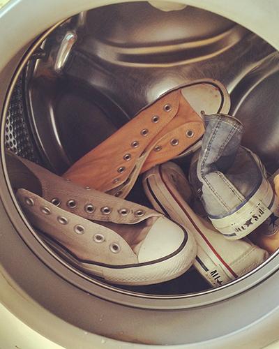 شستن کفش سفید آل استار کانورس
